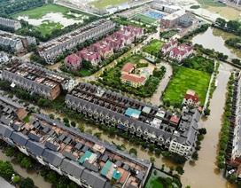 """Biển nước """"bao vây"""" khu biệt thự triệu đô ở Hà Nội"""