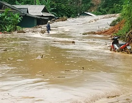 Cận cảnh huyện Mường Lát ngập ngụa trong bùn lũ, bị cô lập vì sạt lở