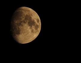 """Mặt Trăng """"già"""" hơn 100 triệu năm so với những gì chúng ta từng biết"""