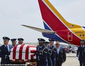 Phi công Mỹ lái máy bay đưa hài cốt cha từng tham chiến ở Việt Nam hồi hương