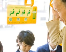 Tại sao người Nhật không nhường ghế cho người già trên tàu điện ngầm?