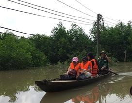 Giải cứu 6 người dân bị mắc kẹt trên cù lao do nước lũ cuốn đứt cầu treo
