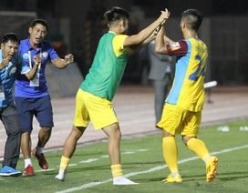 Thắng Nam Định, đội cuối bảng Khánh Hoà áp sát Thanh Hoá