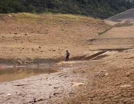 Nhiều hồ đập khô cạn chưa từng thấy do cái nóng 40 độ ròng rã nhiều tháng
