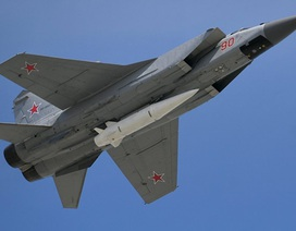 """Nga khoe tiêm kích MiG-31K mang tên lửa siêu thanh """"bất khả chiến bại"""""""
