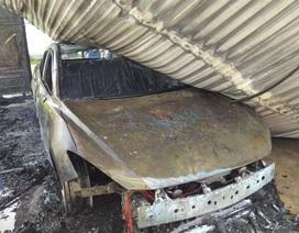 Ô tô bất ngờ bốc cháy dữ dội khi để trong gara
