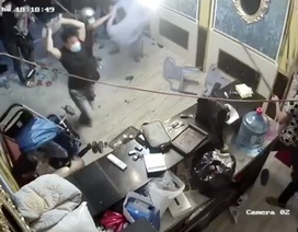 Nhóm người ngang nhiên đập phá nhà hàng ở trung tâm Sài Gòn