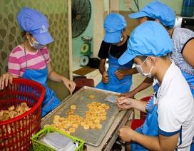 """""""Giữ lửa"""" nghề làm bánh đặc sản tiến vua có từ thế kỷ 18"""