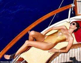 Alessandra Ambrosio diện loạt áo tắm bốc lửa
