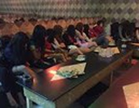 """Hà Nội: Nữ chủ quán karaoke điều hành thêm đường dây mại dâm chuyên đi khách """"ngoại"""""""