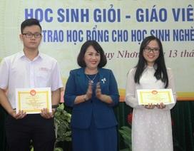 Bình Định: Tôn vinh giáo viên giỏi, trao học bổng tiếp sức cho học sinh nghèo