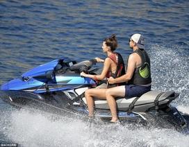 Leonardo DiCaprio hạnh phúc bên bạn gái trẻ