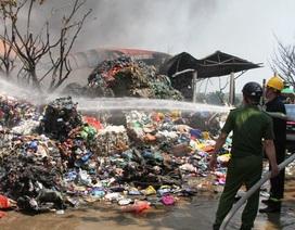 Xưởng sơ chế phế liệu bất ngờ bốc cháy dữ dội