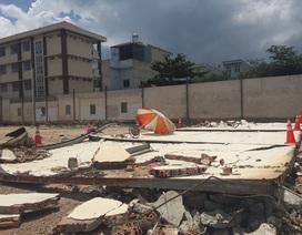 Hai công nhân bị tường đổ đè chết thảm