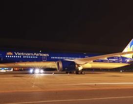 """Cận cảnh """"siêu máy bay"""" Boeing 787-10 Dreamliner đầu tiên về Việt Nam"""