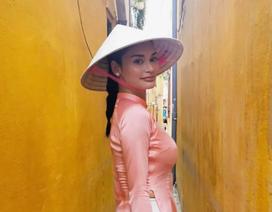 Hoa hậu hoàn vũ Pia Wurtzbach duyên dáng diện áo dài dạo phố Hội An