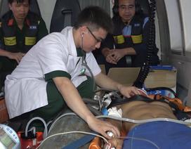 Trực thăng đưa chiến sĩ bị thương nặng trên quần đảo Trường Sa vào đất liền cấp cứu