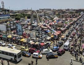 """Người dân Ghana khốn đốn vì 1,6 tỷ đô la tiền tiết kiệm """"không biết bao giờ mới được trả"""""""