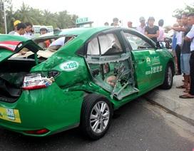 Xe tải tông taxi, 3 hành khách thương vong