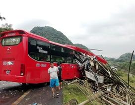 Tạm giữ tài xế xe khách tông xe tải khiến 2 người chết, 14 người bị thương