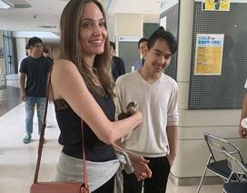 Angelina Jolie xúc động khi đưa Maddox sang Hàn quốc học đại học