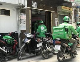 Xe ôm, shipper ở Hà Nội phải đăng ký và đeo biển hiệu?