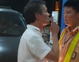 Tài xế xe biển xanh tát CSGT bị phạt 2,5 triệu đồng