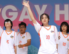 """Teen Yên Hoà nhảy cổ động, """"cháy"""" hết mình chào đón học sinh khối 10"""