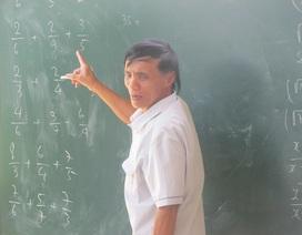 """Nghị lực vượt lên số phận của """"thầy giáo không bằng cấp"""""""