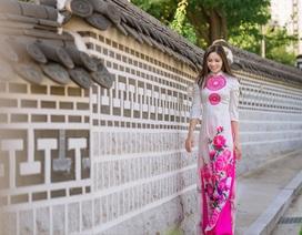 Hoa hậu Nguyễn Thị Thùy dịu dàng với áo dài trong ngày lễ Vu Lan