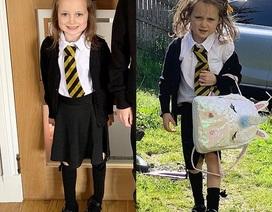 """Bật cười trước hình ảnh bé gái """"tơi tả"""" sau ngày đầu tới trường"""