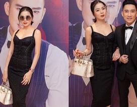 Lệ Quyên mang túi xách hàng hiệu tới họp báo Quang Hà