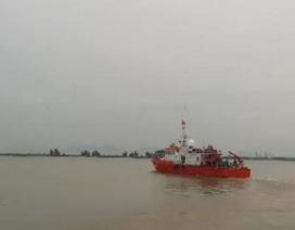 Hai tàu cá cùng 31 ngư dân gặp nạn khi đi tránh bão số 4
