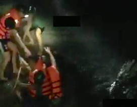 Huy động hàng chục người giải cứu 4 học sinh mắc kẹt trong suối
