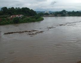 Mưa lớn trên diện rộng, 2 vợ chồng mất tích khi trượt chân ngã xuống suối SaPa