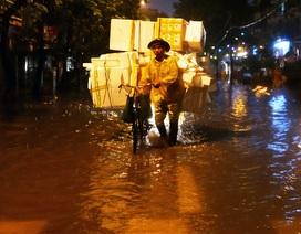 Phố cổ Hà Nội ngập sau cơn mưa lớn
