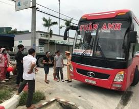 Hà Nội: Từ phản ánh của người dân, CSGT bắt xe khách 46 chỗ nhồi 87 người