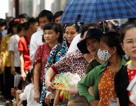 Hàng nghìn người dân xếp hàng viếng Lăng Chủ tịch Hồ Chí Minh