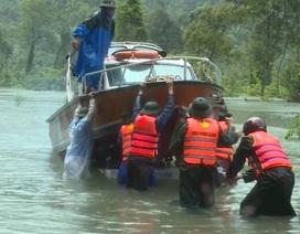 Kịp thời đưa 2 sản phụ chuyển dạ trong vùng ngập lũ đến bệnh viện