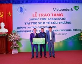 Vietcombank tặng xe ô tô cứu thương cho Bệnh viện trẻ em Hải Phòng