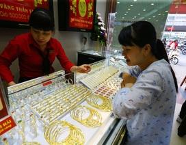 Giá vàng biến động trái chiều khi có dấu hiệu tăng trở lại vùng đỉnh