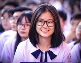 """Nữ sinh ngôi trường """"già"""" nhất Sài Gòn rạng rỡ trong ngày khai giảng"""