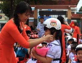 Đắk Lắk: Tặng 42.000 mũ bảo hiểm cho học sinh lớp 1 ngay trong ngày khai giảng