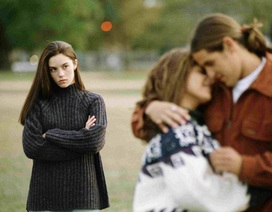 Chuyện thật như đùa, cô gái vừa là bạn trai, vừa là bạn gái của người khác