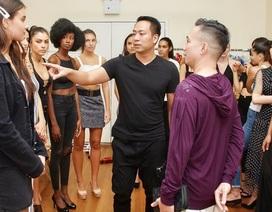 Đạo diễn Quang Tú chọn người mẫu chuẩn bị show mở màn New York Couture Fashion Week