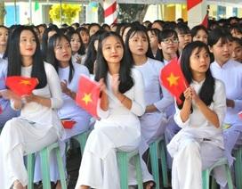 Nét đẹp trong veo của nữ sinh ngôi trường đón chào Chủ tịch quốc hội ngày khai giảng