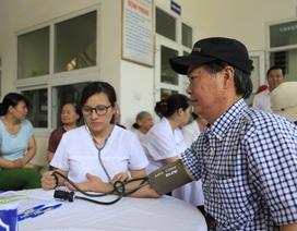 Hàng trăm người dân được khám sức khoẻ miễn phí sau vụ cháy nhà máy Rạng Đông