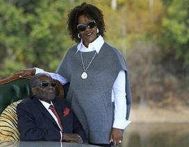 Dân chết đói, gia đình cựu Tổng thống Zimbabwe vẫn sống trong giàu sang tột đỉnh