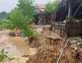 Di dời 7 hộ dân ra khỏi khu vực bờ sông sạt lở nghiêm trọng