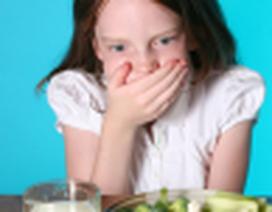 Trẻ hay buồn nôn khi ăn có đáng lo?